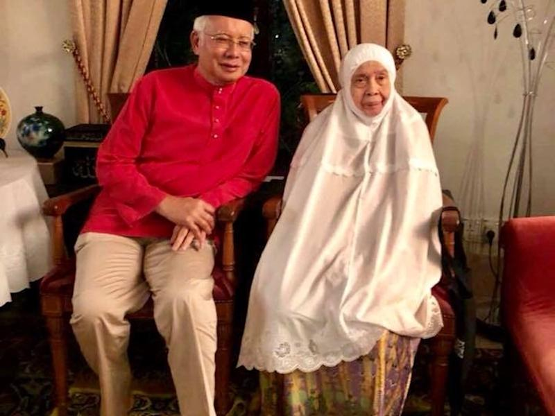 Najib catches up with mum amid marathon raid