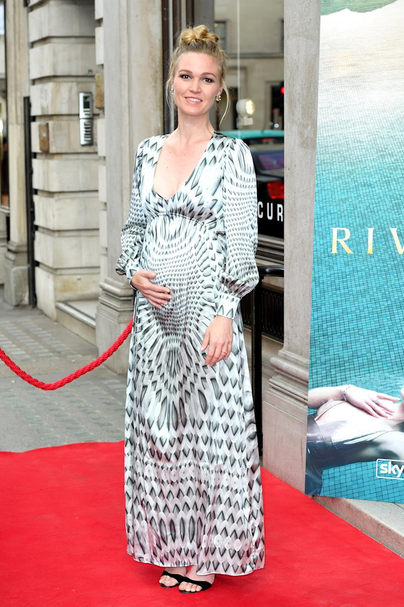fce8f111c Julia Stiles Unveils Her Barely There Baby Bump on the Red Carpet