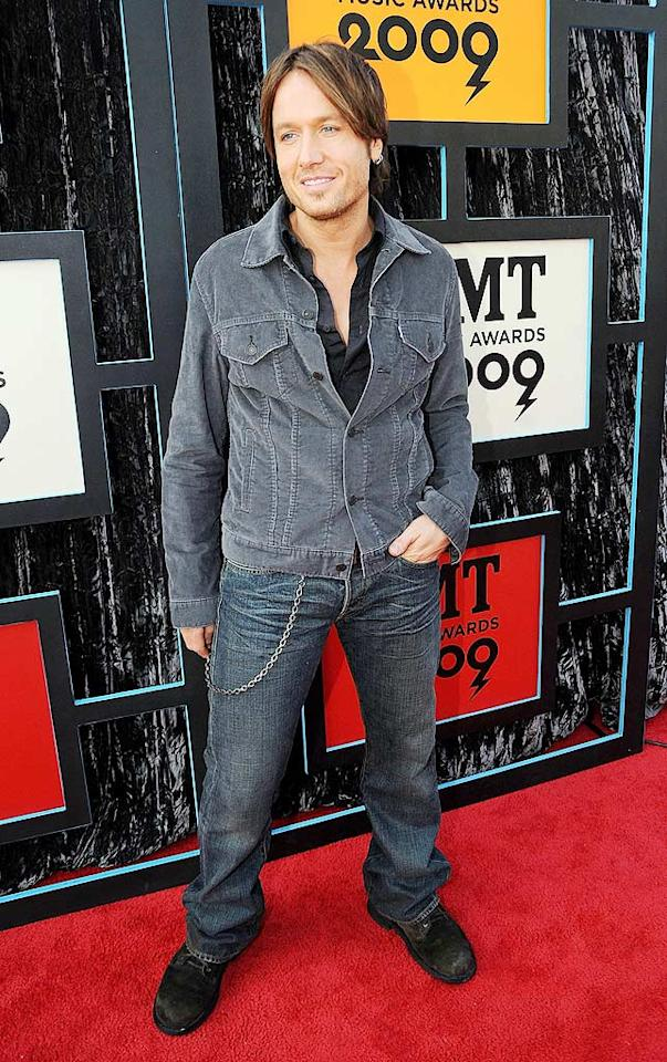 """Is it just us, or did Keith Urban used to look a lot hotter?! This painfully casually getup, consisting of an unbuttoned shirt, jeans, and busted work boots, didn't do him any justice. Jeff Kravitz/<a href=""""http://www.filmmagic.com/"""" target=""""new"""">FilmMagic.com</a> - June 16, 2009"""