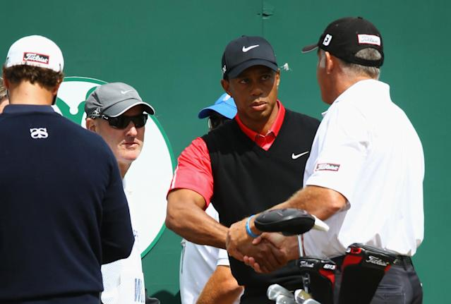 GULLANE, SCOTLAND - JULY 21: Tiger Woods of the United States shakes hands with caddie Steve Williams before teeing off for the final round of the 142nd Open Championship at Muirfield on July 21, 2013 in Gullane, Scotland. (Photo by Matthew Lewis/Getty Images)