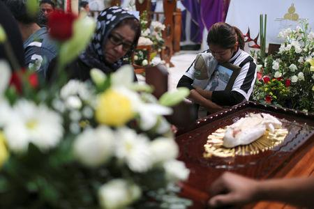 Relatives of a man who died in an explosion of a fuel pipeline ruptured by oil thieves react during a funeral mass at a church in the municipality of Tlahuelilpan, state of Hidalgo, Mexico January 21, 2019. REUTERS/Mohammed Salem