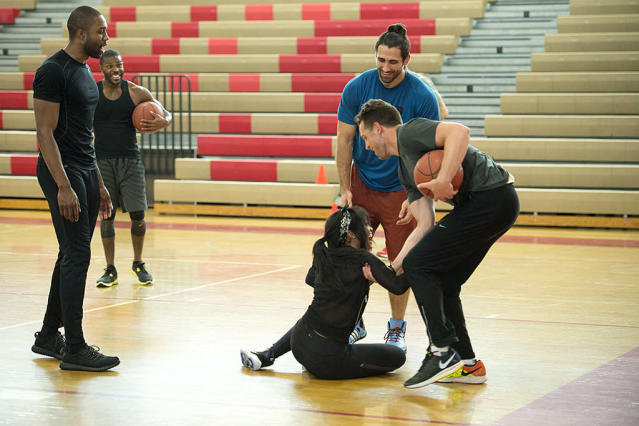 <p>Demario, Kenneth, Alex, Rachel Lindsay, and Adam in ABC's <i>The Bachelorette</i> <br>(Photo: Michael Yada/ABC) </p>