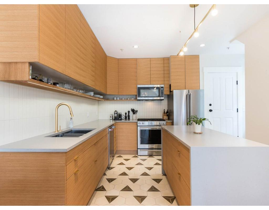 """<p><a rel=""""nofollow"""" href=""""https://www.zoocasa.com/vancouver-bc-real-estate/5156256-635-e-georgia-street-vancouver-bc-v6a2a2-r2248651"""">635 East Georgia St., Vancouver, B.C.</a><br /> The modern kitchen has a large ceasarstone island and stainless steel appliances.<br /> (Photo: Zoocasa) </p>"""
