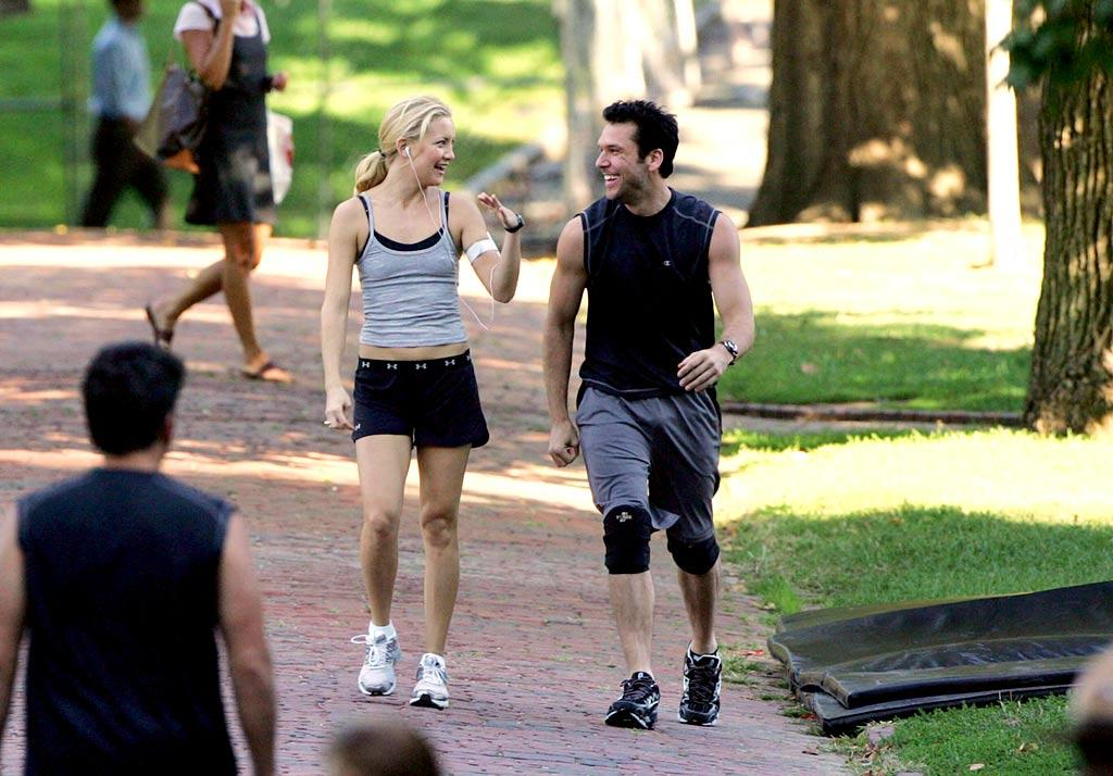 "Dane Cook makes a move on his trim and fit co-star while filming in Boston. KCS/<a href=""http://www.splashnewsonline.com/"" target=""new"">Splash News</a> - September 24, 2007"
