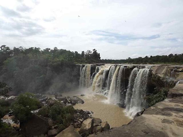 "water fall creating water fog - ""Amritdhara"" Waterfalls on the path of ""Hasdeo"" River near Chirimiri, Chhattisgarh. <br>By <a href=""https://www.flickr.com/photos/67691890@N07/"" rel=""nofollow noopener"" target=""_blank"" data-ylk=""slk:Inglorious B"" class=""link rapid-noclick-resp"">Inglorious B</a>"
