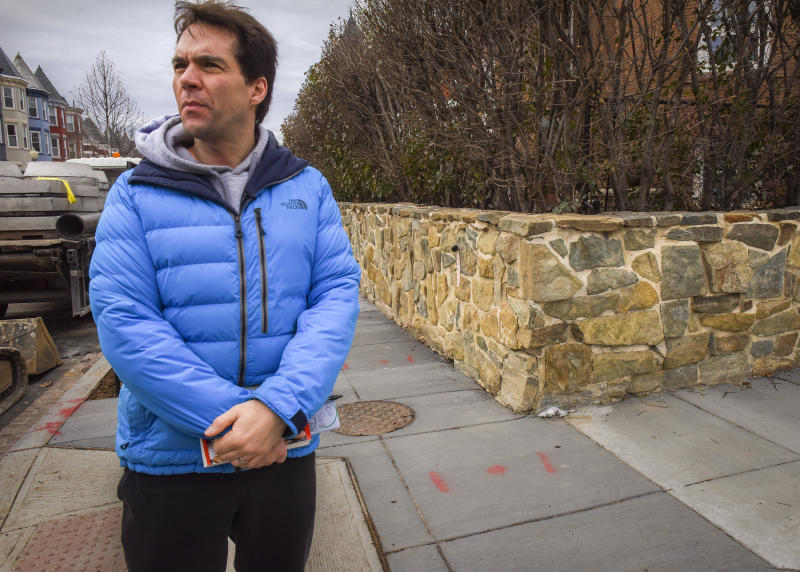 Jack Burkman canvasses the neighborhood of the Seth Rich murder in 2017 in Washington, DC. (Photo: Bill O'Leary/The Washington Post via Getty Images)