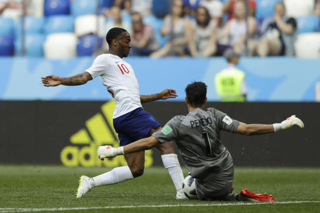 England's Raheem Sterling, left, is blocked by Panama goalkeeper Jaime Penedo during the group G match between England and Panama at the 2018 soccer World Cup at the Nizhny Novgorod Stadium in Nizhny Novgorod , Russia, Sunday, June 24, 2018. (AP Photo/Alastair Grant)