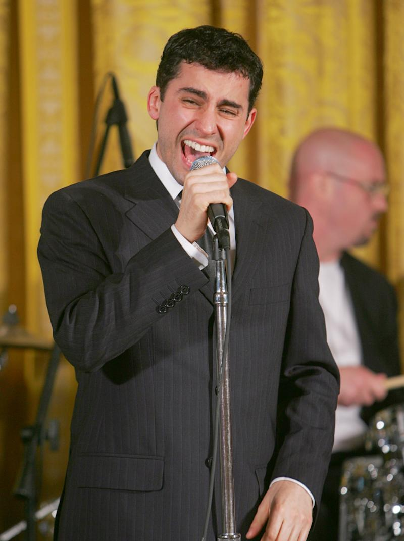 """FILE - In this June 12, 2006 file photo, John Lloyd Young, who won a Tony award for his role in the """"Jersey Boys,"""" sings in the East Room at the White House for first lady Laura Bush during the Senate Spouses Luncheon.  Lloyd will rejoin the Broadway show from July 3 through Sept. 30. (AP Photo/Ron Edmonds, file)"""