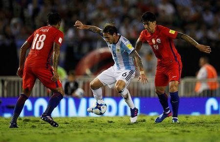 Football Soccer - Argentina v Chile - World Cup 2018 Qualifiers - Antonio Liberti Stadium, Buenos Aires, Argentina - 23/3/17 - Argentina's Lucas Biglia (C), Chile's Gonzalo Jara (18) and Pablo Hernandez compete for the ball. REUTERS/Martin Acosta