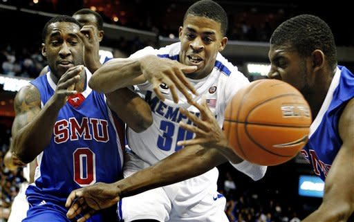 Memphis' D.J. Stephens, center, battles SMU's Rodney Clinkscales (0) and Leslee Smith for a loose ball during first half action in an NCAA college basketball game at the FedExForum, Saturday, jan. 21, 2012, in Memphis. (AP Photo/The Commercial Appeal, Mark Weber)