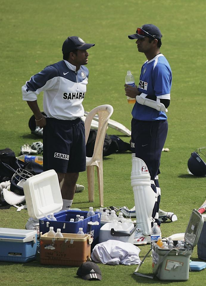NAGPUR, INDIA - FEBRUARY 28:  Sachin Tendulkar and India Captain Rahul Dravid chat during the England net session at The VCA Stadium on February 28, 2006 in Nagpur, India.  (Photo by Ben Radford/Getty Images)