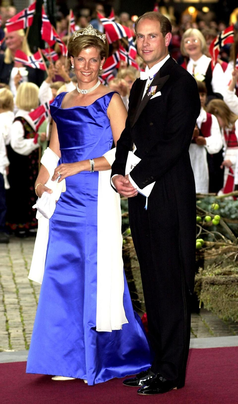 <p>In striking royal blue back in 2001 [Photo: Getty] </p>