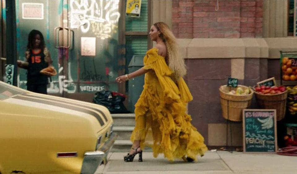 <p>This is how you strut to break it all up.<br></p>
