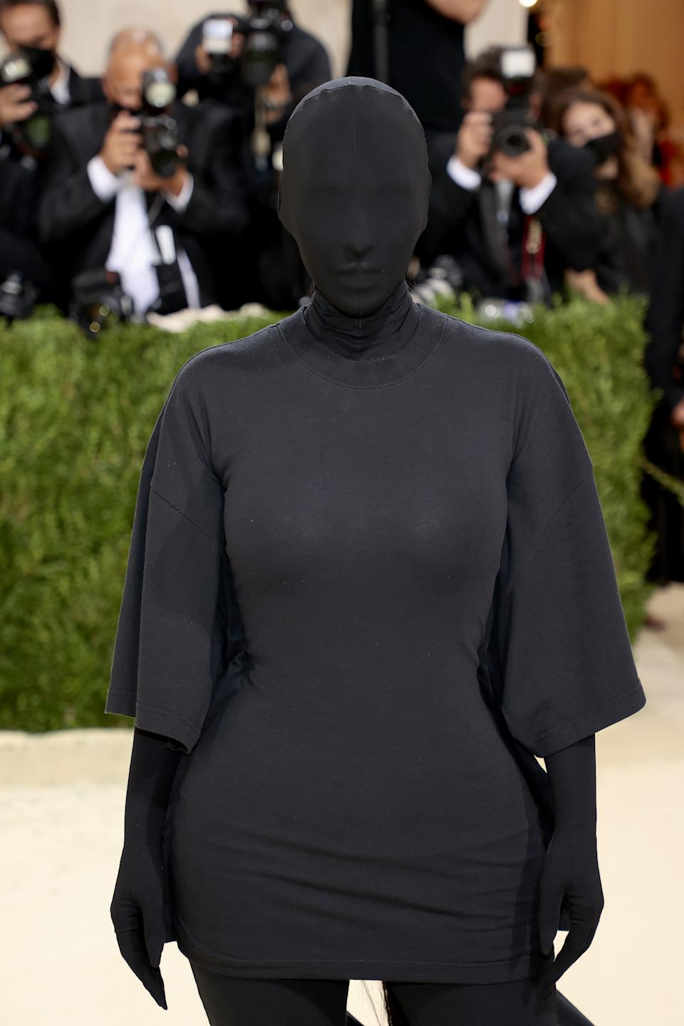 A close-up of a 'faceless' Kim Kardashian entirely covered in a black Balenciaga garment at the Met Gala 2021. (Getty Images)