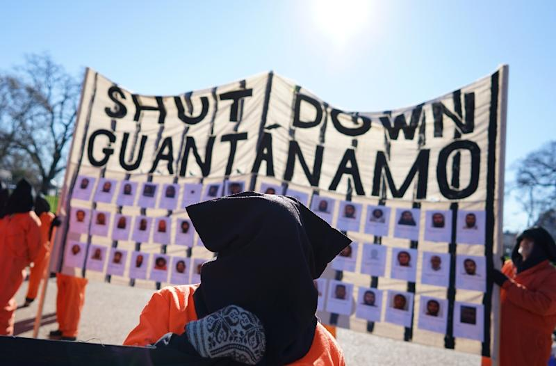Demonstrators take part in a protest calling for the closure of the Guantanamo Bay prison on January 11, 2016 in front of the White House in Washington, DC (AFP Photo/Mandel Ngan)