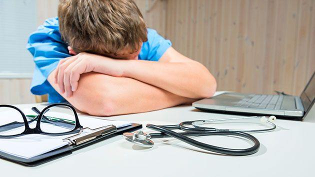 More than 3000 resident doctors were surveyed, and hundred said they had made a mistake due to fatigue. Source: iStock Getty.