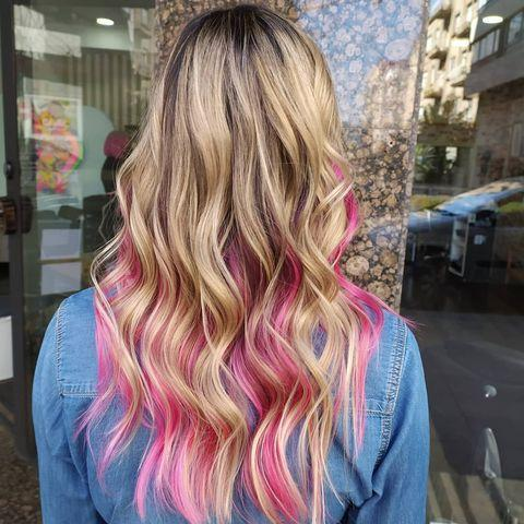 "<p>Capelli biondi lunghi con balayage grano e rosa.</p><p><a href=""https://www.instagram.com/p/CNLOME_h86R/"" rel=""nofollow noopener"" target=""_blank"" data-ylk=""slk:See the original post on Instagram"" class=""link rapid-noclick-resp"">See the original post on Instagram</a></p>"