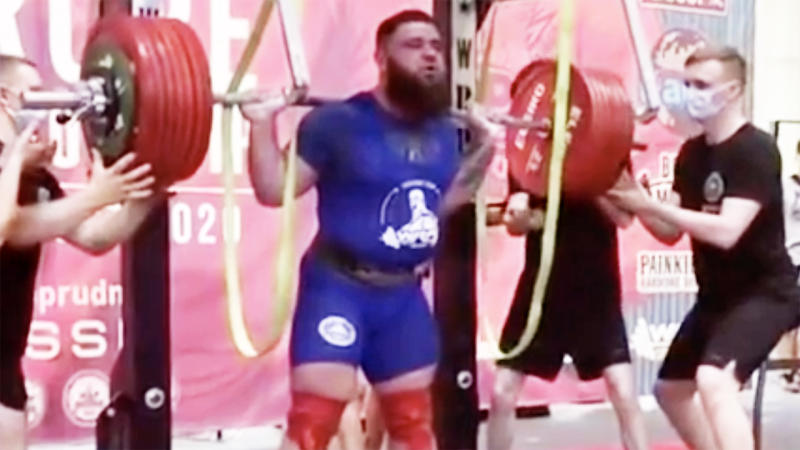 Russian Powerlifter Fractures Both His Knees While Trying To Lift 400kg Weight