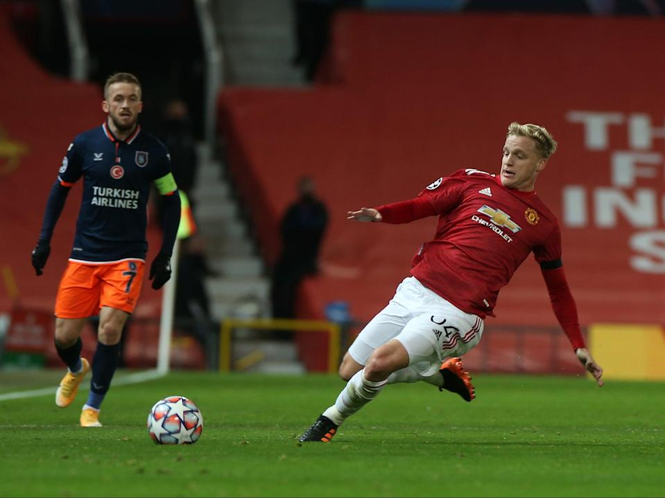 Donny van de Beek 'close to perfect' in Manchester United's win over  Istanbul Basaksehir, says Owen Hargreaves - Manchester United Canada