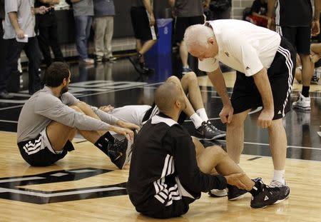 San Antonio Spurs head coach Gregg Popovich talks with guard Tony Parker during a brief practice for their NBA Finals basketball series against Miami Heat in San Antonio, Texas June 6, 2014. REUTERS/Mike Stone