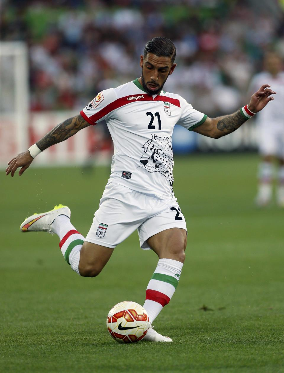Iran's Ashkan Dejagah kicks the ball during their Asian Cup Group C soccer match against Bahrain at the Rectangular stadium in Melbourne January 11, 2015. REUTERS/Brandon Malone (AUSTRALIA - Tags: SOCCER SPORT)