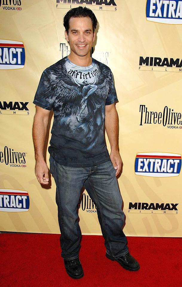 "<a href=""http://movies.yahoo.com/movie/contributor/1800022421"">Johnathon Schaech</a> arrive at the Los Angeles premiere of <a href=""http://movies.yahoo.com/movie/1810039594/info"">Extract</a> - 08/24/2009"
