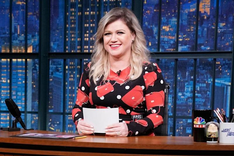 Kelly Clarkson Christmas Eve.Kelly Clarkson Reveals Her One Fear About Hosting Her Own Talk Show