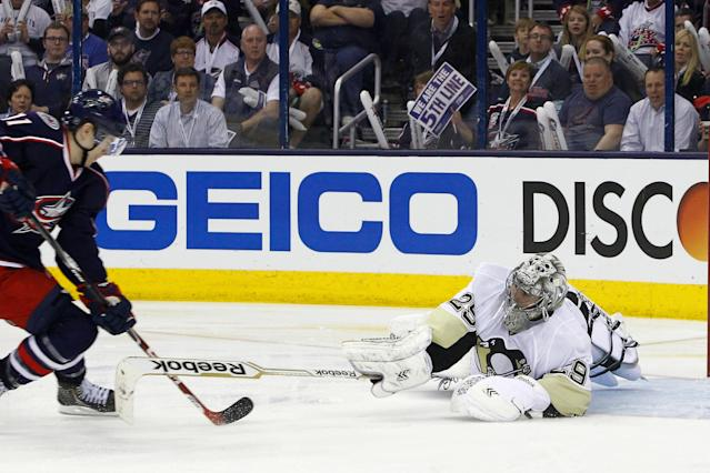 Marc-Andre Fleury makes two gaffes, Blue Jackets rally to win Game 4