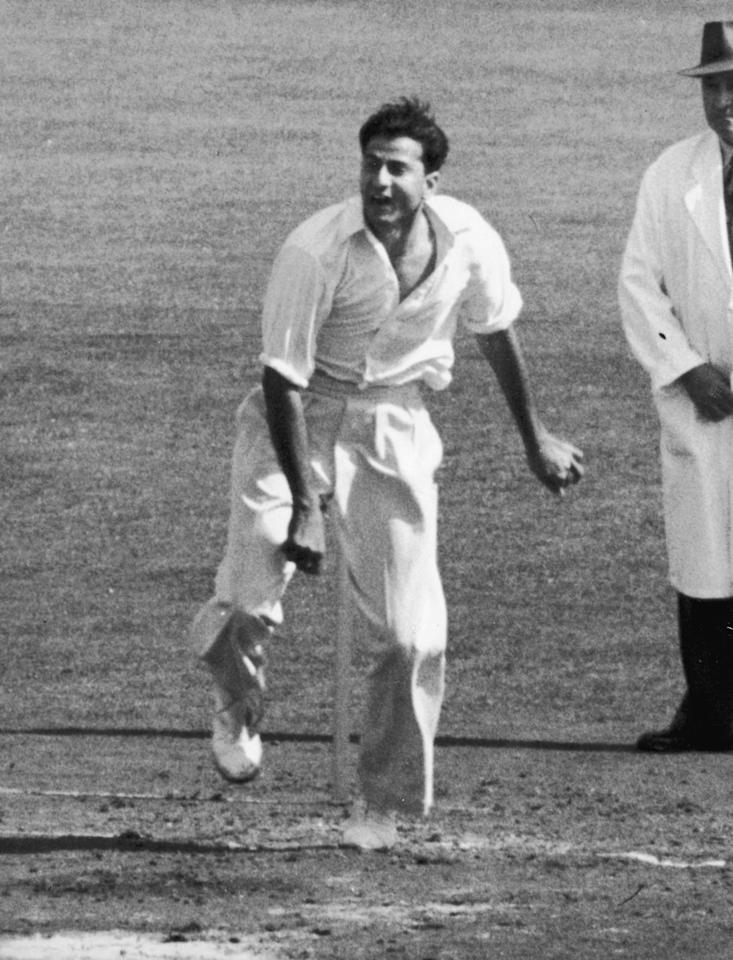 14th August 1954:  Pakistani cricketer Fazal Mahmood bowling in the final test match at the Oval.  (Photo by Central Press/Getty Images)