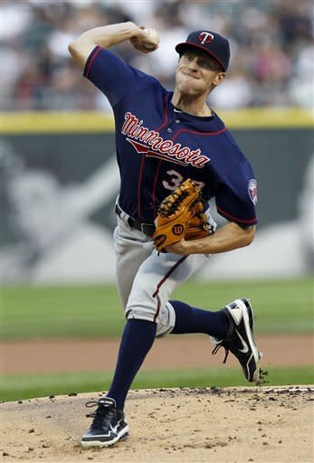 Minnesota Twins starting pitcher Cole De Vries delivers during the first inning of a baseball game against the Chicago White Sox, Tuesday, July 24, 2012, in Chicago. (AP Photo/Charles Rex Arbogast)