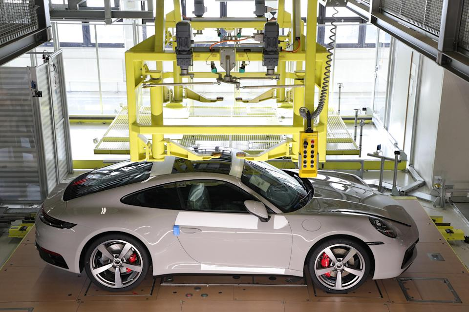 A new tracking app lets customers who ordered a Porsche 911 follow the vehicle through production to its final destination.