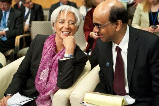 IMF Managing Director Christine Lagarde and Singapore Finance Minister and IMFC chair Tharman Shanmugaratnam chat
