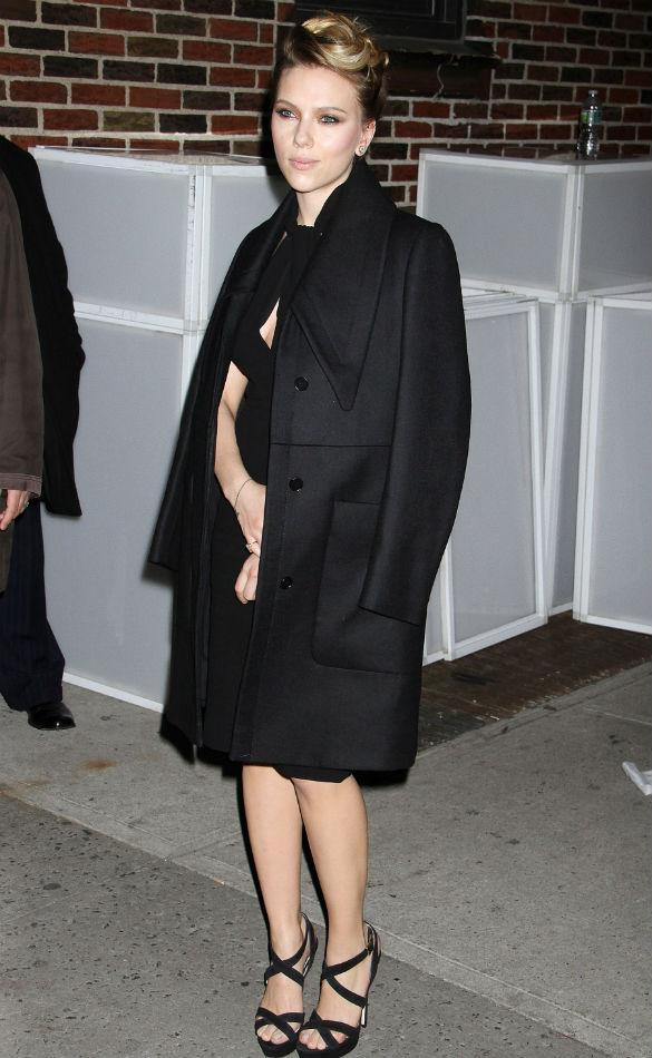 Scarlett Johansson Rocks 'All-Black Look' Better Than Kim Kardashian & Rihanna
