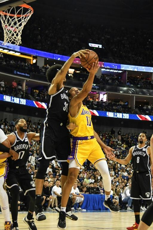 Avery Bradley of the Los Angeles Lakers (right) and Jarrett Allen of the Brooklyn Nets (AFP Photo/HECTOR RETAMAL)