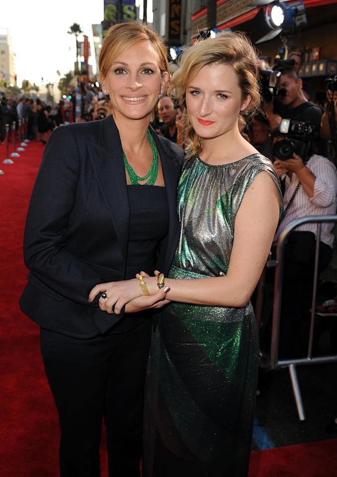 "<a href=""http://movies.yahoo.com/movie/contributor/1800019215"">Julia Roberts</a> and Mammie Gummer at the Los Angeles premiere of <a href=""http://movies.yahoo.com/movie/1810196533/info"">Larry Crowne</a> on June 27, 2011."