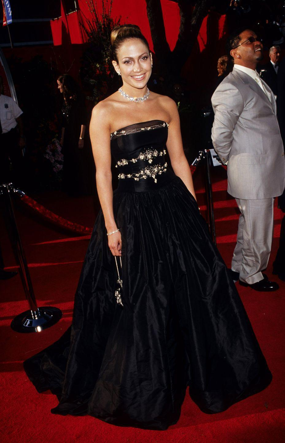 <p><strong>When: </strong>March 1999</p><p><strong>Where: </strong>The Academy Awards</p><p><strong>Wearing: </strong>Badgely Mishka</p>