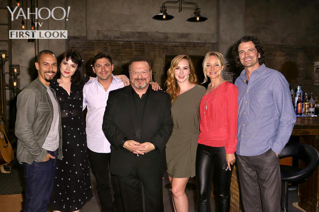 Wayne Knight with the cast of <em>The Young and the Restless.</em> (Photo: CBS)
