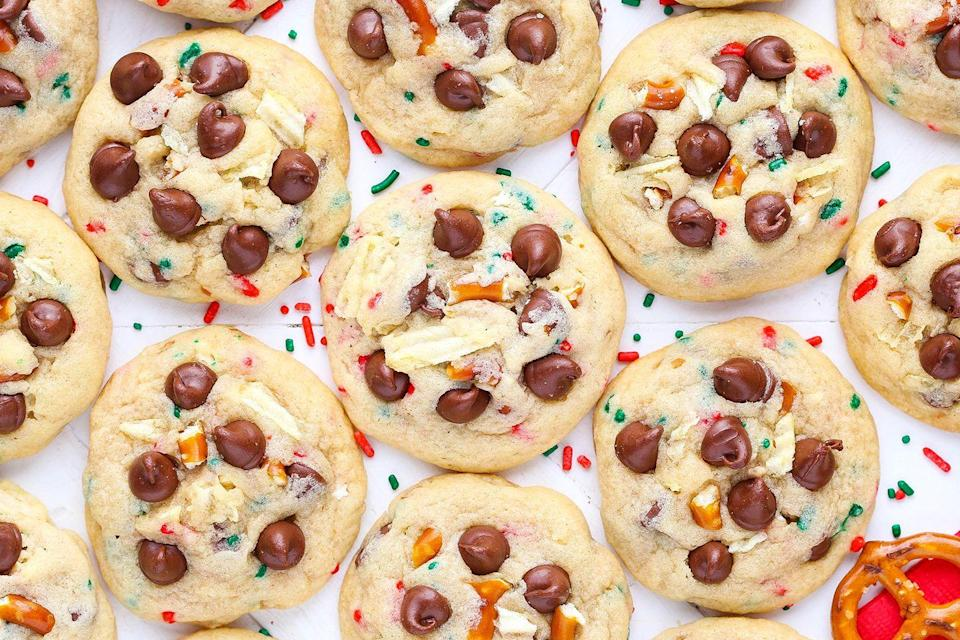 """<p>There's no shortage of potatoes in this state, so it's no surprise that they manage to make their way into some desserts. Those who love sweet-and-salty combinations won't be able to get enough of a batch of potato chip cookies. For a holiday spin, try making these Santa's Trash cookies.</p><p>Get the recipe from <a href=""""https://www.delish.com/cooking/recipes/a50432/santas-trash-cookies-recipe/"""" rel=""""nofollow noopener"""" target=""""_blank"""" data-ylk=""""slk:Delish"""" class=""""link rapid-noclick-resp"""">Delish</a>.</p>"""