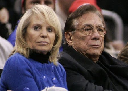 Los Angeles Clippers owner Donald Sterling (C), his wife Shelly (L) attend the NBA basketball game between the Toronto Raptors and the Los Angeles Clippers at the Staples Center in Los Angeles, in this December 22, 2008 file photo. REUTERS/Danny Moloshok/Files