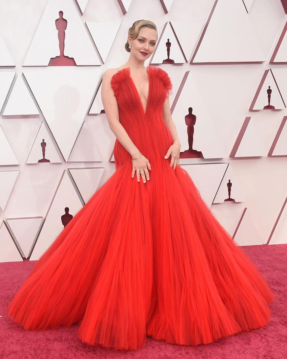 <p>Amanda Seyfried in a Giorgio Armani Privé gown and Forevermark jewellery.</p>