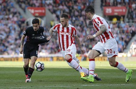 Britain Football Soccer - Stoke City v Liverpool - Premier League - bet365 Stadium - 8/4/17 Liverpool's Philippe Coutinho in action with Stoke City's Marko Arnautovic and Geoff Cameron Reuters / Darren Staples Livepic