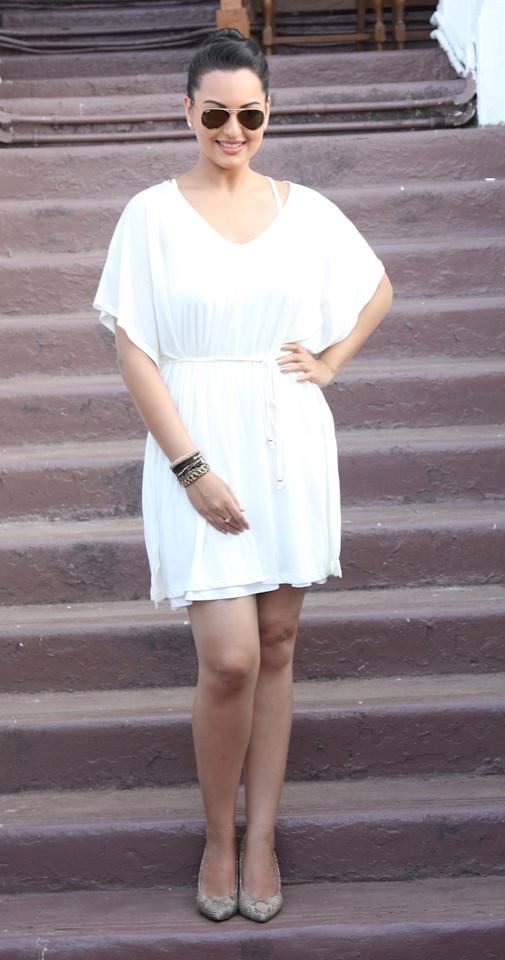 Looking effortlessly chic in white dress and aviators! Sonakshi here is wearing a great out-on-the-town day look.