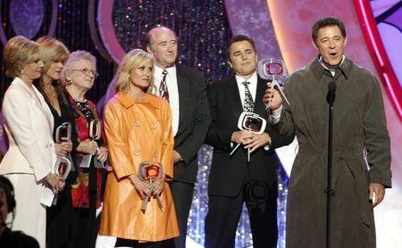 Cast members of the television series 'The Brady Bunch' (L-R) Florence Henderson, Susan Olsen, Ann B. Davis, Maureen McCormick, producer Lloyd Schwartz, Christopher Knight and Barry Williams accept the TV Land Pop Culture Award during the taping of the 5th Annual TV Land Awards in Santa Monica, California April 14, 2007. REUTERS/Fred Prouser