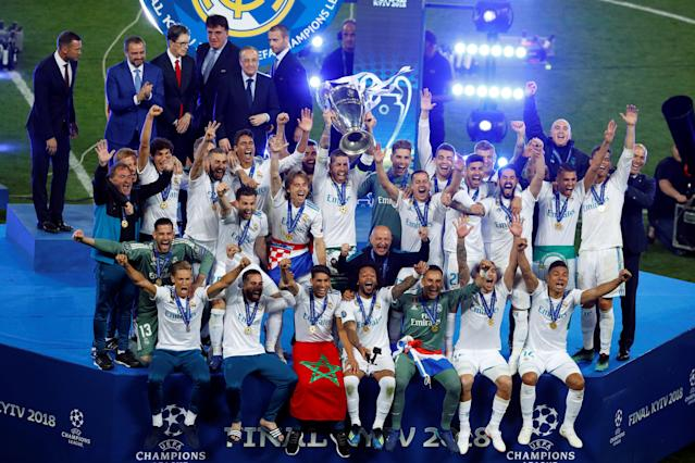 Soccer Football - Champions League Final - Real Madrid v Liverpool - NSC Olympic Stadium, Kiev, Ukraine - May 26, 2018 Real Madrid's Sergio Ramos lifts the trophy as they celebrate after winning the Champions League REUTERS/Phil Noble