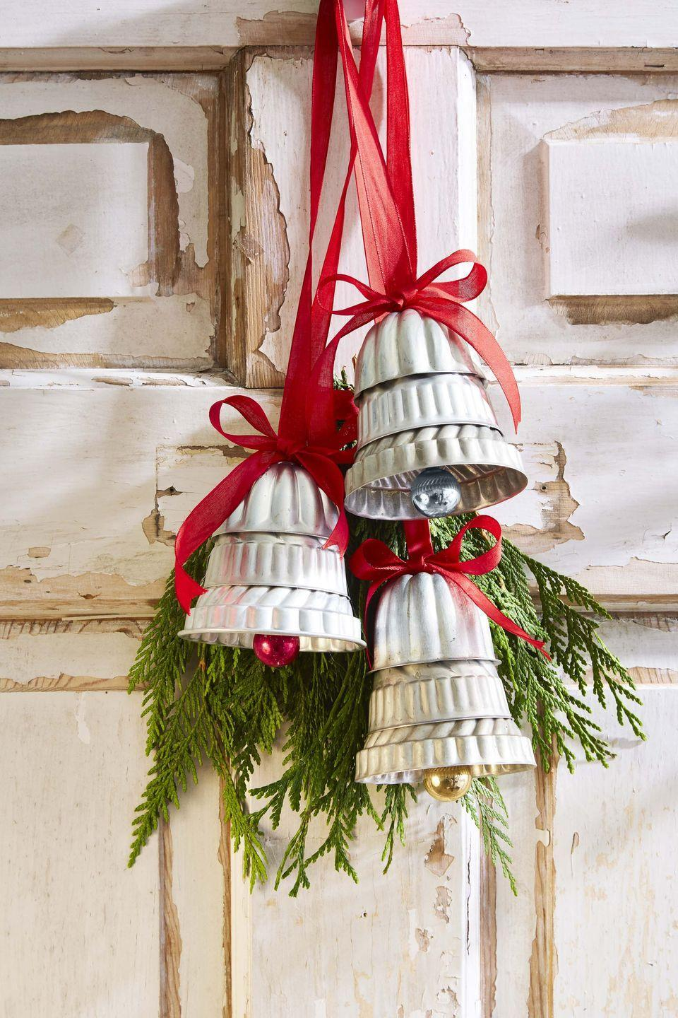 <p>The perfect gift for the friend who loves to cook. Hang on the stove hood or in the kitchen window, there cooking mold bells will help ring in the cheer.<strong><br></strong></p><p><strong>To make:</strong> Stack mini molds and Bundt pans to form bell shapes; affix together using epoxy. Hot-glue small ornaments to the bottom to create the clappers. Glue ribbon loops and a bow to the top for hanging. Add a swag of greenery, if desired.</p>