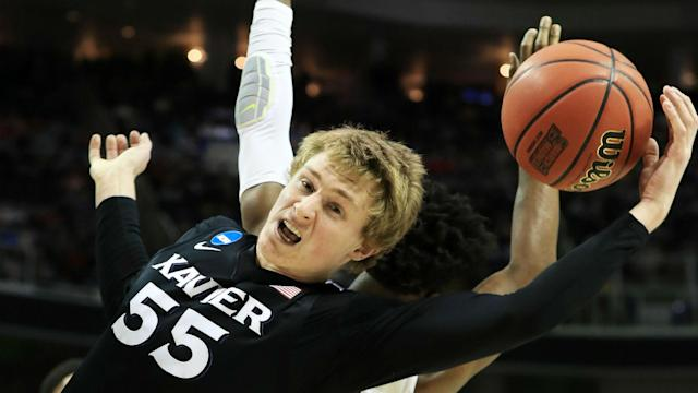 Follow the latest updates from the Sweet 16 matchup.