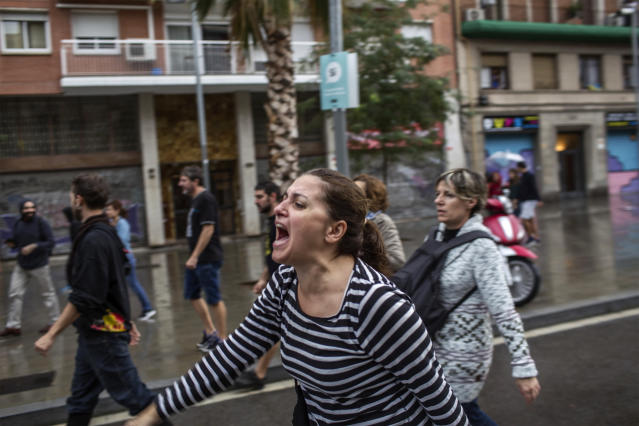 <p>A woman shouts during clashes with Spanish police officers outside the Ramon Llull polling station in Barcelona Oct. 1, 2017 during a referendum on independence for Catalonia banned by Madrid. (Photo: Fabio Bucciarelli/AFP/Getty Images) </p>