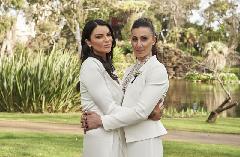 Amanda and Tash hugging on MAFS