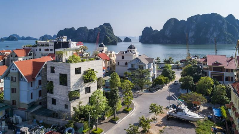 In addition to its one-of-a-kind architecture, the Ha Long Villa also boasts an incredible coastal location.