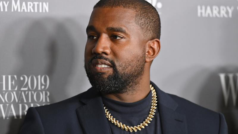 Kanye West pète un plomb et urine sur son Grammy Award